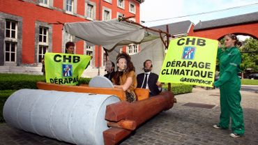 Manifestation de Greenpeace durant une rencontre du Gouvernement wallon en mai 2009, contre justement le projet d'autoroute reliant Cerexhe-Heuseus et Beaufays.