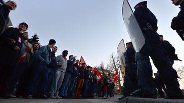 Des manifestants face aux gendarmes à Strasbourg en mars 2014.