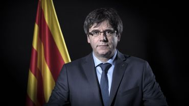 """Espagne: le parlement catalan dénonce une """"dérive autoritaire"""" et défend Puigdemont"""