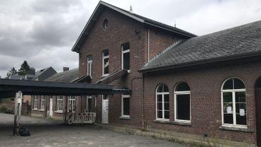 De nombreux habitants du village veulent conserver ce bâtiment en mauvais état. Les chauves-souris vont-elles faire pencher la balance?
