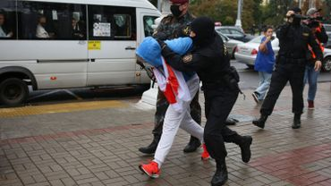 Des étudiants arrêtés manu militari en pleine manifestation.
