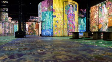 Exposition immersive Gustav Klimt à l'Atelier des Lumières, Paris 11e.