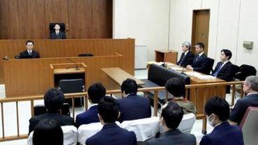 """Carlos Ghosn, devant le tribunal pour la première fois, se dit """"faussement accusé"""""""