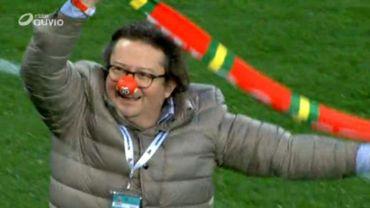 Marc Coucke fête la victoire d'Ostende contre Genk en faisant le clown