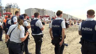 Forces de police sur la plage de Blankenberge, en août 2020