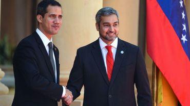 L'opposant vénézuélien Juan Guaido (g) et le président du Paraguay Mario Abdo Benitez, le 1er mars 2019 à Asuncion