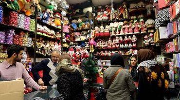 Des Iraniennes font leur courses le 23 décembre 2013 à Téhéran