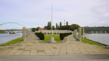 Liège: cérémonie commémorative à l'esplanade du Roi Albert 1er