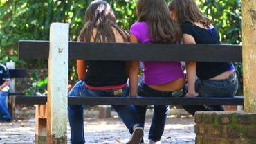 On retrouve parmi les facteurs favorisant le bien-être, l'équilibre familial ou encore l'importance d'avoir des amis.