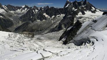 Les alpinistes suisses qui ont posé un avion de tourisme près du sommet du Mont-Blanc risquent, en l'état actuel du droit, une simple contravention à 38 euros