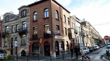 """Les café """"Les Béguines"""", rue des Béguines à Molenbeek, où était basée Stijn Coin."""