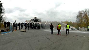 Gilets jaunes en Belgique: la police intervient à Feluy, trois arrestations administratives
