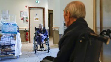 Des résidents dans leur Ehpad à Villeneuve-Saint-Georges (Val-de-Marne), le 12 novembre 2020