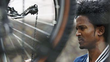 Faire pédaler les migrants pour 1,60€/jour: un coup préparé avec les Yes Men