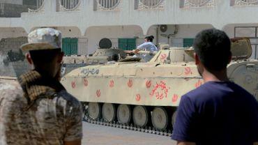 Des chars ont avancé en direction du quartier du nord contrôlé par l'EI sur fond d'échanges de tirs et d'obus à l'entrée de ce secteur.