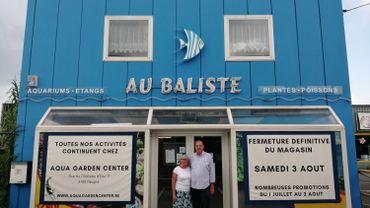 """Claire et Bruno Klein devant leur magasin """"Au Baliste"""" à Rocourt"""