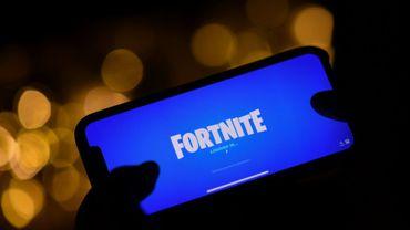 Le logo de Fortnite sur un téléphone portable, à Los Angeles, le 14 août 2020