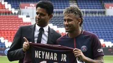 Le président du Paris SG Nasser Al-Khelaïfi avec Neymar