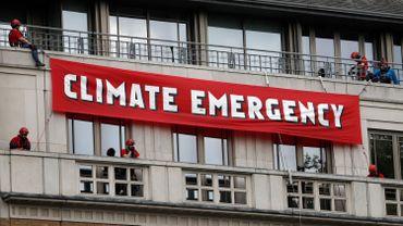 Des militants de Greenpeace en action au siège du géant pétrolier BP à Londres