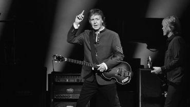 Paul McCartney fait le bonheur d'une musicienne de rue