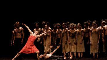 """Eleonora Abbagnato dans """"Le Sacre du Printemps"""" de Pina Bausch"""