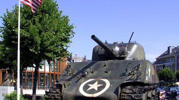 Le char Sherman de la place Mac Auliffe à Bastogne