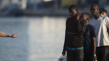 Maroc: les migrants touchés par des tirs en mer étaient sous une bâche, selon une source militaire