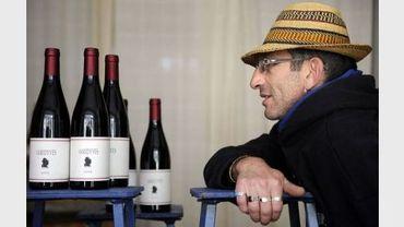 Le viticulteur Olivier B. pose avec des bouteilles de vin de sa production, le 7 fevrier 2011 près de Villes-sur-Auzon