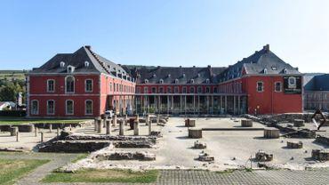 L'abbaye de Stavelot : dans les anciens bâtiments des abbatiaux, vous trouverez un musée sur le poète GuillaumeApollinaireet un autre sur le célèbre circuit deSpa-Francorchamps.
