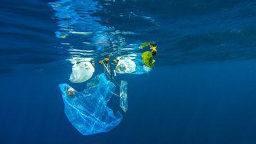 Près de 230.000 tonnes de plastique jetés chaque année dans la Méditerranée.