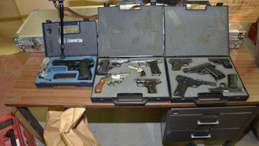 61 armes à feu ont été saisies par la Police Judiciaire Fédérale lors de cette opération