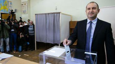 Présidentielle bulgare: Roumen Radev le socialiste bat la candidate du Premier ministre