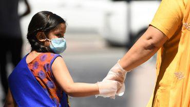 """Coronavirus: le monde confronté à """"sa pire crise depuis 1945"""", les États-Unis se préparent au pire"""