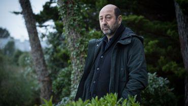 """Kad Merad accusé d'avoir tué toute sa famille dans """"La part du soupçon"""""""
