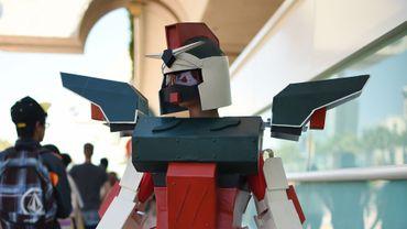 Sam Joseph, 11 ans, porte un costume de Gundam Mecha, réalisé à partir de plastiques récupérés