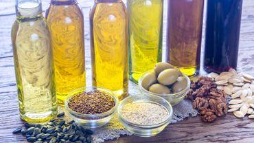 Ajouter de bonnes graisses à votre régime, comme l'huile d'olive ou l'huile de canola, peut améliorer votre santé, selon les experts.
