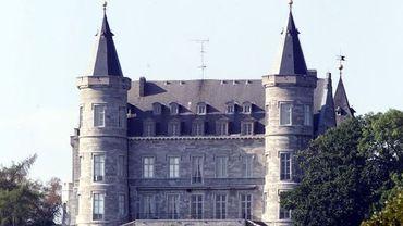 Le Roi a commencé ses consultations au château de Ciergnon, où il est en convalescence.