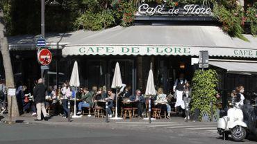 Le prix a été remis à la lauréate en soirée ce mardi dans le célèbre café de Flore de Saint-Germain-des-Prés à Paris.