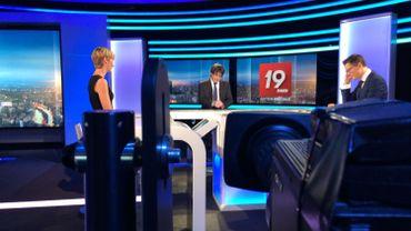 Carles Puigdemont interviewé par Julie Morelle et Quentin Warlop sur le plateau du JT de 19h30 i