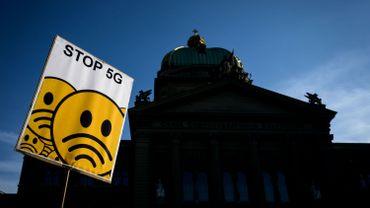 """La 5G, """"nuisible aux êtres vivants"""": une pétition internationale appelle à l'arrêt de son déploiement"""
