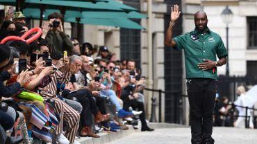 Le créateur de mode Virgil Abloh à la fin du défilé Louis Vuitton printemps-été 2020 le 20 juin 2019 à Paris.