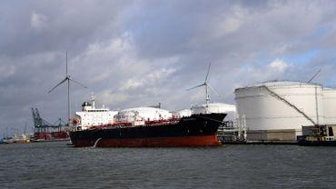 Navire dans le port d'Anvers