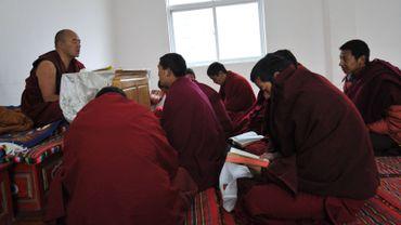 Les monastères bouddhistes, foyers de contestation, sont sous étroite surveillance dans les zones de peuplement tibétain.