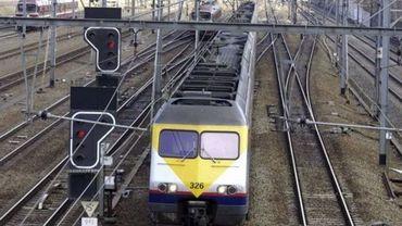 Plusieurs vols de câbles entre Louvain et Pousset, le trafic des trains est détourné (illustration)
