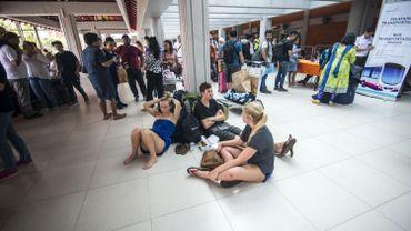 Des centaines de voyageurs sont bloqués dans l'aéroport depuis que le réveil du volcan.