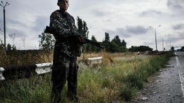 Un rebelle pro-russe le 18 août 2014 sur une route près de Donetsk