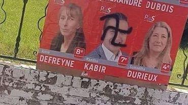 Les vandales ont notamment dessiné une croix gammée sur l'affiche du candidat Raedha Kabir.
