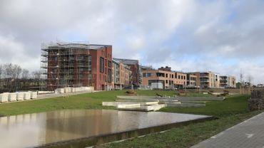 La première phase (213 logements) du quartier Courbevoie s'achève petit à petit, la deuxième phase (201 logements et des bureaux) va bientôt commencer.