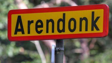 Arendonk: Un cycliste renversé par une voiture, le conducteur est en fuite