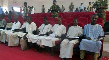 Les 10 membres présumés de Boko Haram lors de leur procès à N'Djamena au Tchad, le 26 octobre 2015